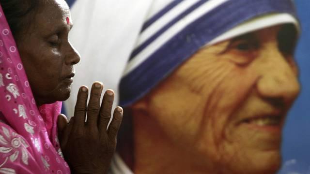 Gläubige gedenkt Mutter Teresa (Archiv)