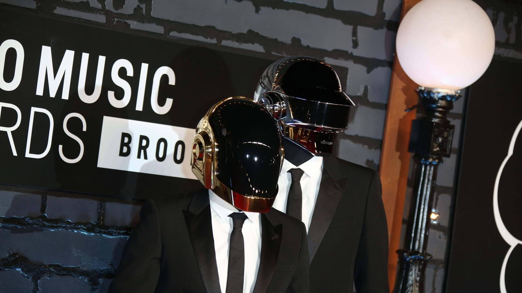 Daft Punk holten sich unzählige Preise ab – immer mit Helm.