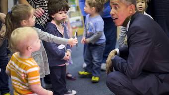 US-Präsident Barack Obama hat schon bei vielen Gelegenheiten gezeigt, dass er ein Herz für Kinder hat (Archiv)