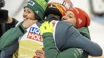 Jubel der Favoriten: Die deutschen Skispringer feiern ihren WM-Titel im Mixed