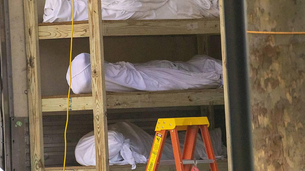 Zweiter Tag in Folge mit jeweils fast 2000 Corona-Toten in den USA