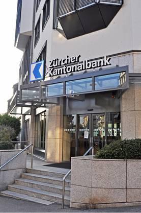 Diese Filiale der Zürcher Kantonalbank wurde am Freitagnachmittag überfallen