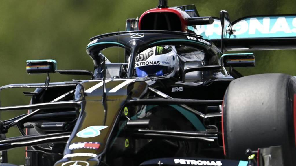 Mercedes-Fahrer Valtteri Bottas nimmt das erste Saisonrennen der Formel 1 in Spielberg von Startplatz 1 in Angriff