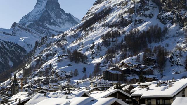 Chalets vor Matterhorn in Zermatt (Archiv)