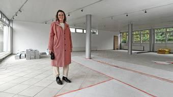 Rita von Däniken zeigt die neue Werkstatt. Der Raum befindet sich noch mitten in den Sanierungsarbeiten.