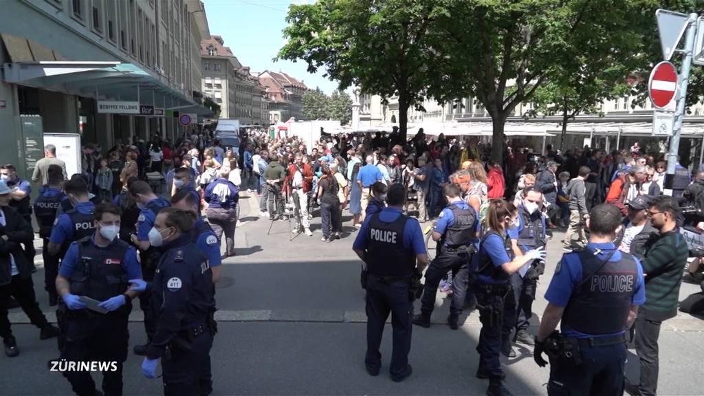 Neue Social-Distancing-Regeln fordern die Polizei