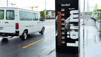 Pssst ...: An der Rötistrasse in Solothurn gibt bis Ende Mai ein Dezibelmesser Aufschluss über den Motorenlärm.