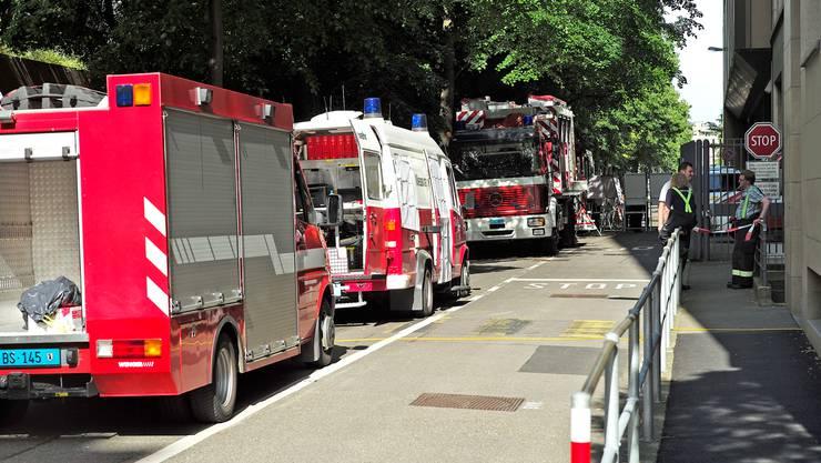 Chemieunfall mit Bindemittel zur Druckfarbenherstellung im BASF-Werk Klybeck - Feuerwehr und Polizei sind im Einsatz.