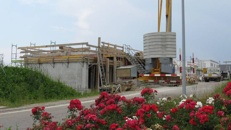 Die Bautätigkeit hält in Frick an: Neubauten entstehen an bevorzugter Wohnlage am Panoramaweg, hoch über dem Dorf, am Frickberg.