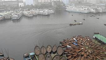 Rückstände von Antibiotika belasten Flüsse in aller Welt. In einer Wasserprobe aus Bangladesch fand sich beispielsweise eine ums 300-Fache zu hohe Konzentration des Antibiotikums Metronidazol. (Archivbild)