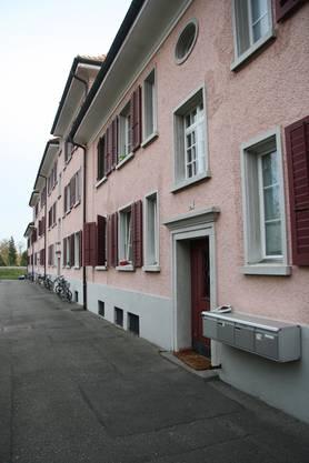 Charakteristische Fassadenfront des stadteigenen Hauses Jurastrasse 11 - 17.