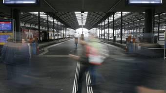 Mit Ausnahme der Zentralbahn fahren am Wochenende wegen Bauarbeiten keine Züge von und nach Luzern. Im Einsatz stehen zahlreiche Ersatzbusse.