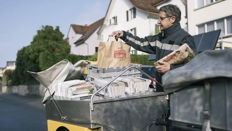 Die Postboten sind im Kleinen und auch im Grossen systemrelevant. (Symbolbild)