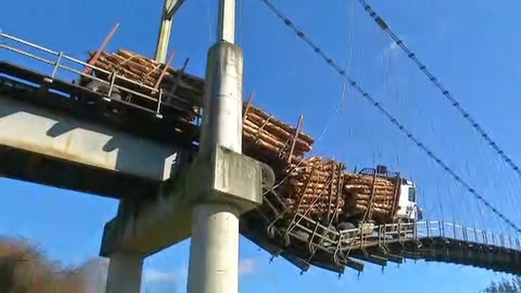 Folgenschwere Verwechslung: LKW bringt Brücke fast zum Einsturz