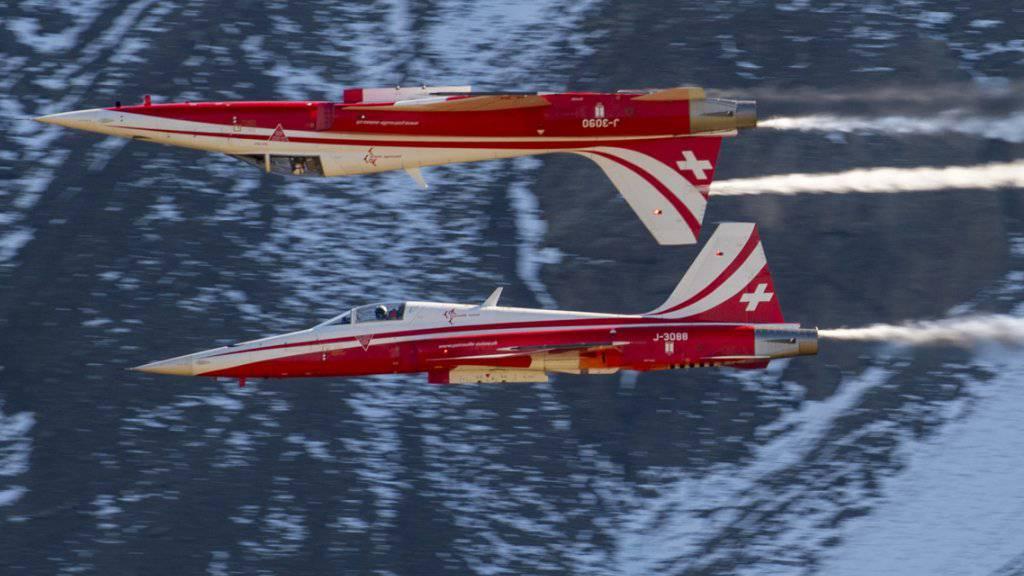Sorgte mit einer Darbietung über der falschen Gemeinde für Aufsehen: die Schweizer Kunstflugstaffel Patrouille Suisse. (Archivbild)