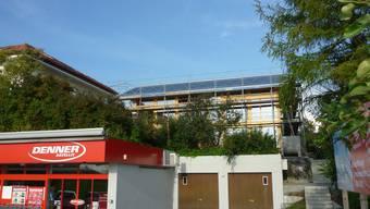 Das im Mai niedergebrannte neue Wohnhaus beim Denner-Satellit in Kappel ist bereits wieder aufgebaut. (zvg.)