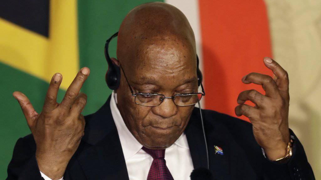 Ein Gericht fordert den südafrikanischen Präsidenten Zuma dazu auf, eine Untersuchungskommission zum Thema Korruption an der Staatsspitze einzusetzen - und rügt Zuma für sein unpräsidiales Verhalten. (Archiv)