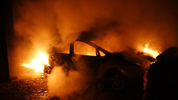 Das Auto des Lenkers hat aus noch ungeklärten Gründen Feuer gefangen. (Symbolbild)