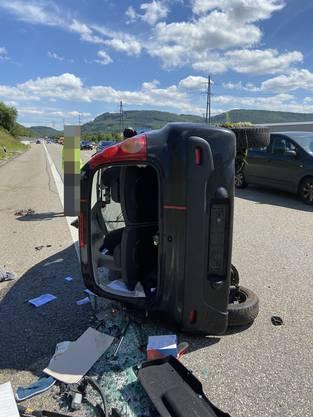 Oeschgen AG, 4. Juli: Ein Auto überschlägt sich auf der A3.