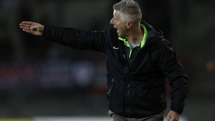 Trainer Livio Bordoli dirigiert den FCA - Mit der Bilanz des FCA nach zehn Spielen ist er nicht zufrieden.