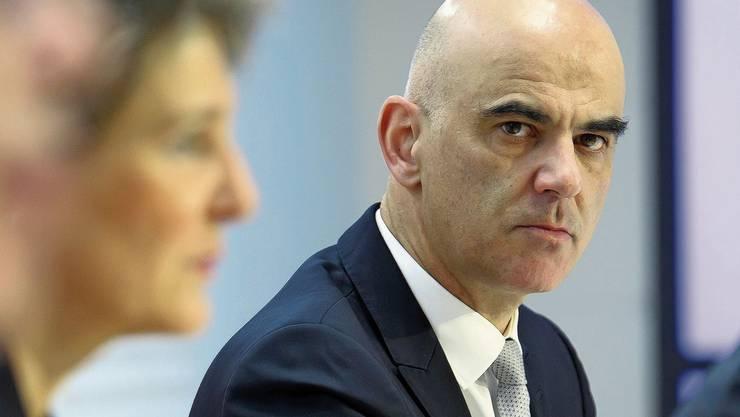 Alain Berset hat im Bundesrat mit viel Gegenwind zu kämpfen.