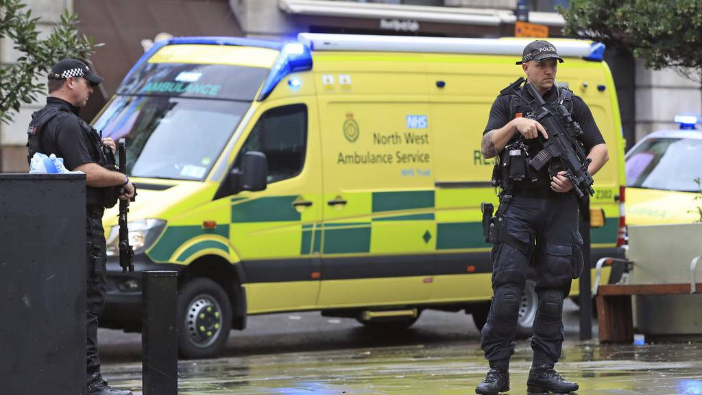 Messerattacke in Manchester: Polizei geht von Terror aus