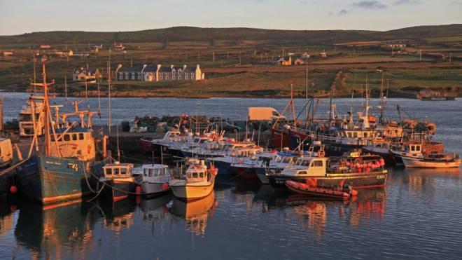 Blick vom Hafen Portmagee auf die Insel Valentia. Foto: Ulrich Willenberg