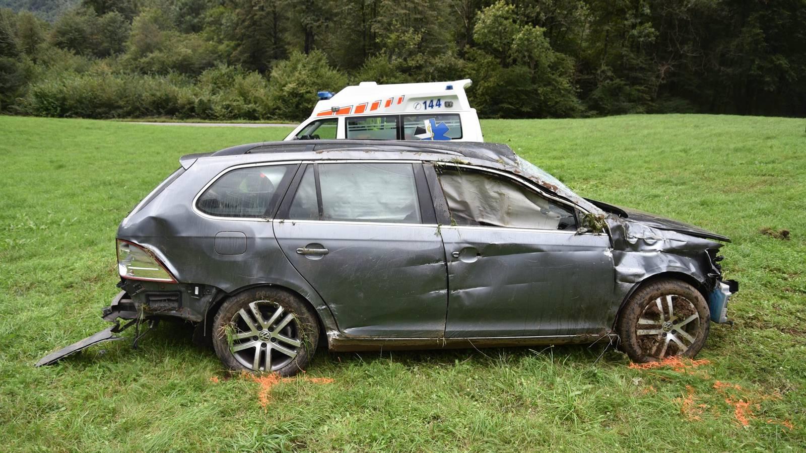 Die Insassen des Fahrzeugs wurden beide verletzt.