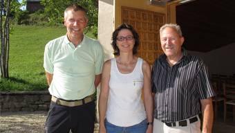 Neue Führung für die ökumenische Bergkapelle Weissenstein: Frank-Urs Müller (Vizepräsident, ganz links), Anita Panzer (Präsidentin) und Hanspeter Schmid (Präsident Betriebskommission).