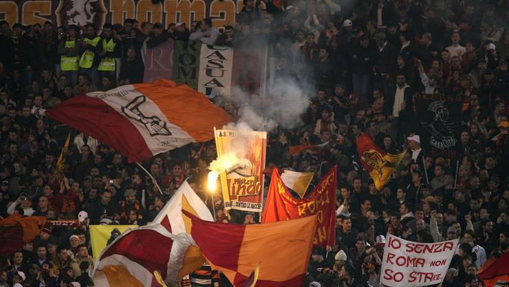 14 Roma-Fans klauten im Shop der Raststätte Gunzgen-Süd.
