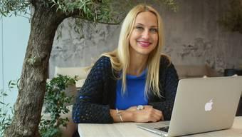 Luiza Dobre im Start-up Space in Schlieren. Vor zwei Wochen hat das Komed-Team den Arbeitsplatz im Sony-Gebäude bezogen, den ihm die Postfinance sponsert.