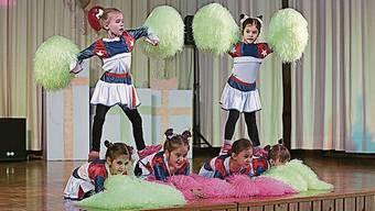 Unterhielten mit viel Tanz und Akrobatik: die «Unicorns».