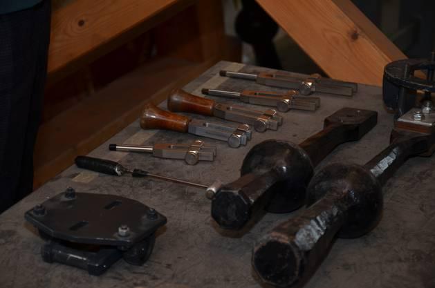 Seine Werkzeuge waren Stimmgabeln, Klöppeln, und natürlich eine 400 Kilo schwere Glocke aus dem Hause Rüetschi.