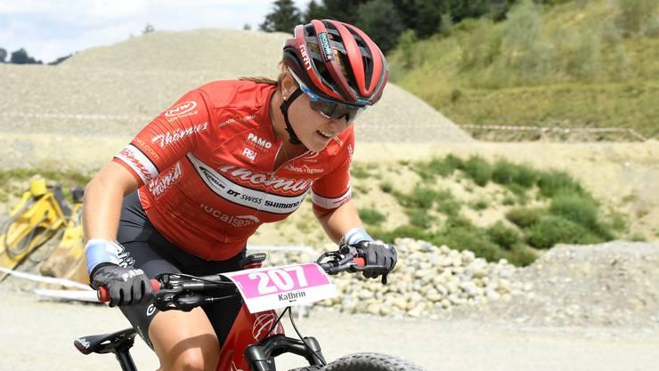 Kathrin Stirnemann quält sich an den Schweizer Meisterschaften in Gränichen ins Ziel.