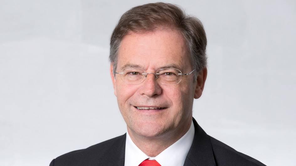 Landammann Urs Hofmann informiert am 11. November 2015 in Aarau über Walter Dublers Suspendierung.