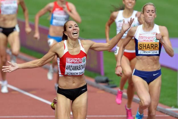 Die Weissrussin Maryna Arzamasova holt Gold über 800 Meter.