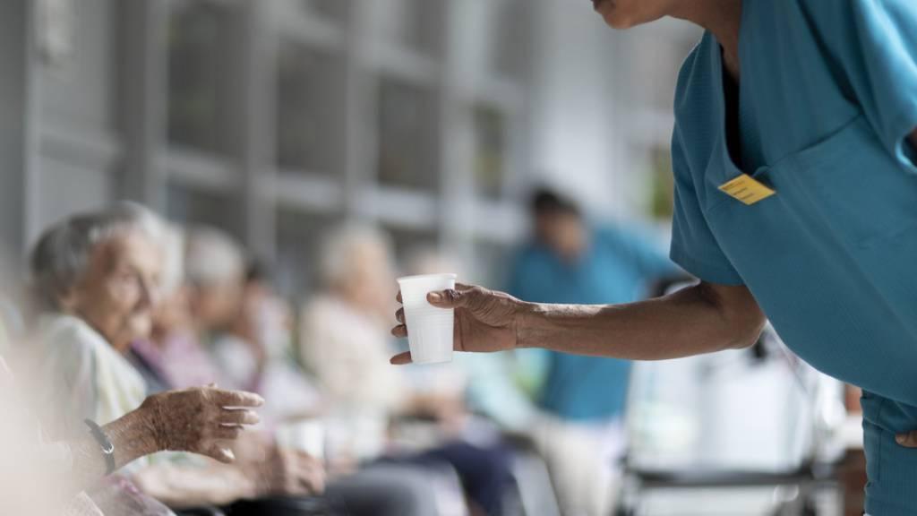Jede fünfte Pflegeperson in Alters- und Pflegeheimen möchte weg