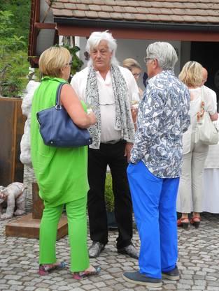 Galerist Hanns Bachlechner im Gespräch mit Gästen