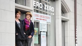 Sophie Scaramuzza und Silja Buck vor ihrem Wunschlokal: das ehemalige Zero Zero.zvg