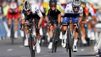 Marc Hirschi (links) sprintete Rad an Rad mit dem Franzosen Julian Alaphilippe um den Etappensieg in Nizza