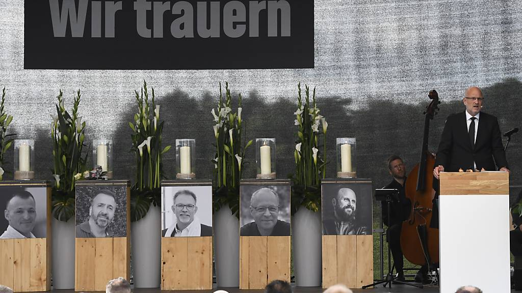 Gedenkfeier für Opfer der Explosion im deutschen Leverkusen