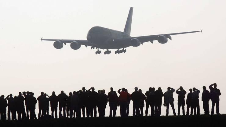 Wo der Riesenvogel zum ersten Mal landete, pilgerten die Leute hin. In Zürich waren es 2010 über 22 000 Schaulustige.