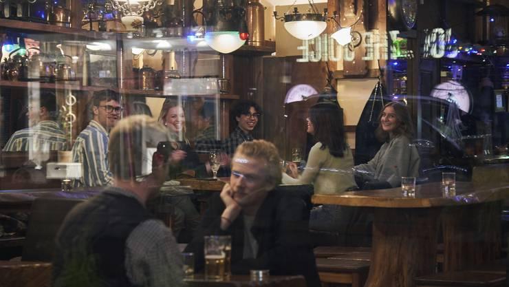Europa ist im Lockdown, in Stockholm geniesst man das Leben.