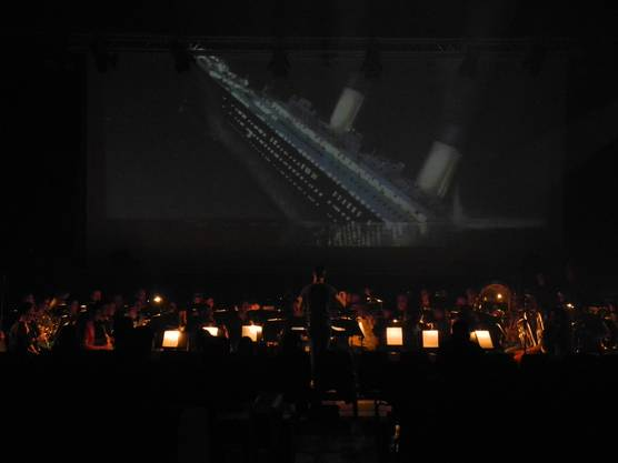 Das Orchester spielt auf zum Untergang der Titanic.