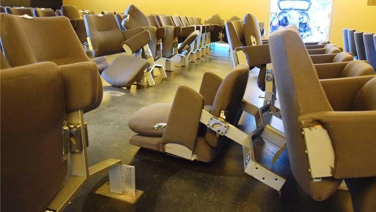 Die alten Stühle wurden Anfang Juli verschenkt, die neuen haben Lieferverzögerung.