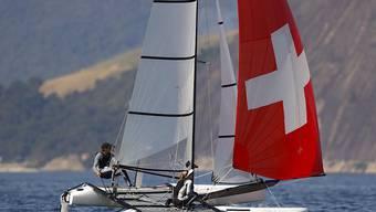 Matias Buehler und Nathalie Brugger starten mit einem Sieg in den olympischen Nacra-17-Wettkampf