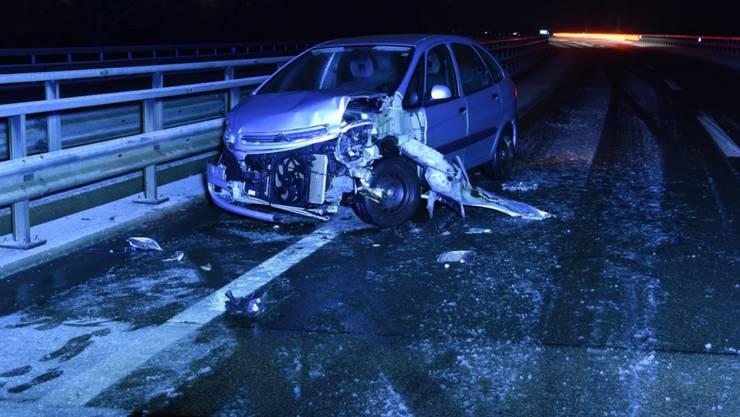 Auf schneematschiger Fahrbahn mit Sommerpneus: Ein 24-jähriger Autolenker geriet auf der A13 ins Schleudern.