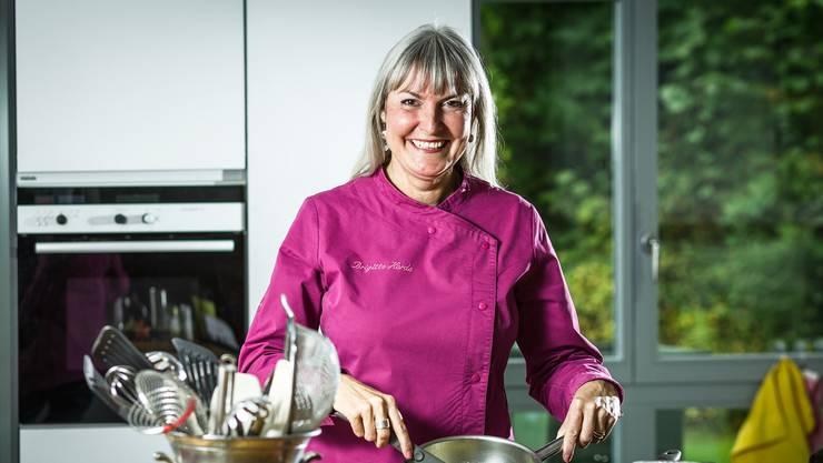 Brigitte Herde, die Autorin des veganen Kochbuchs «Herd&Herde», in ihrer Küche an der Kirchtalstrasse in Seon. (Archiv)