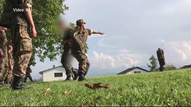 Schockierendes Armeevideo: Rekrut wird von Kameraden mit Steinen beworfen
