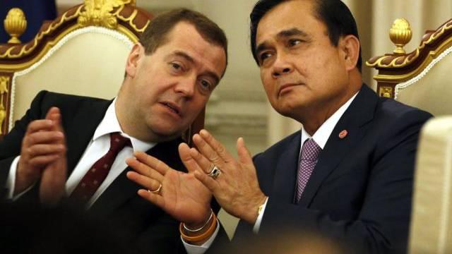 Medwedew spricht mit Prayuth Chan-ocha in Bangkok